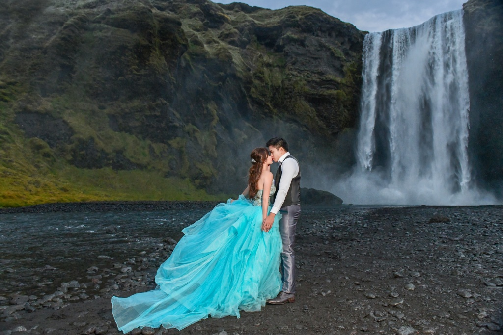 Honeymoon photographer in Iceland