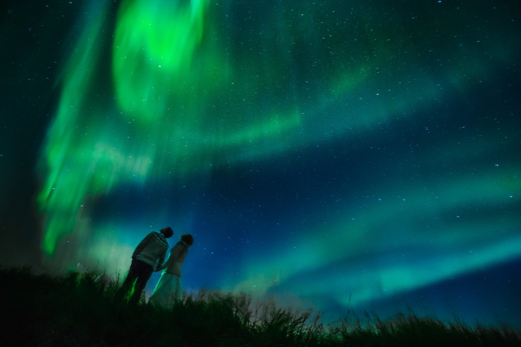 Wedding photographer in Iceland, pre-wedding Aurora Northern lights