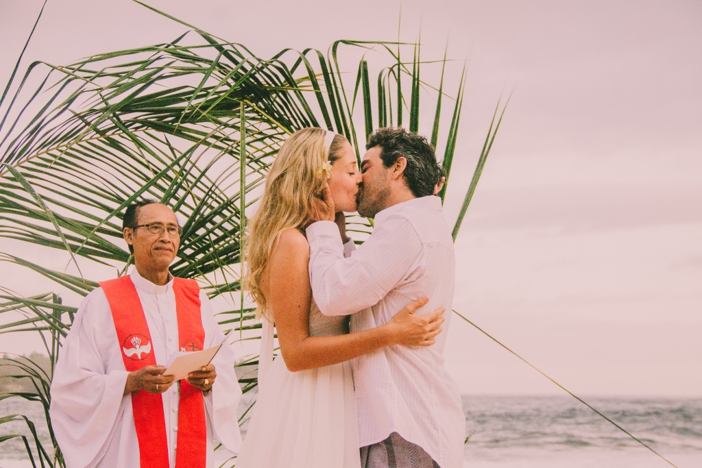 Natural Wedding at Nusa Lembongan