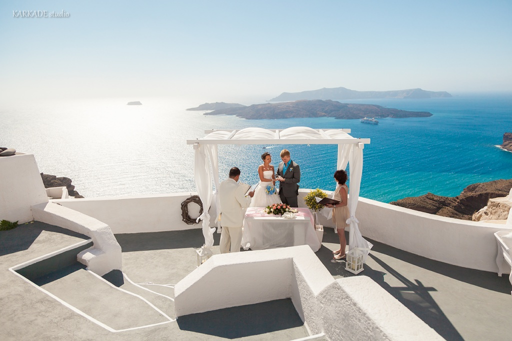 Wedding photoshoot in Santorini