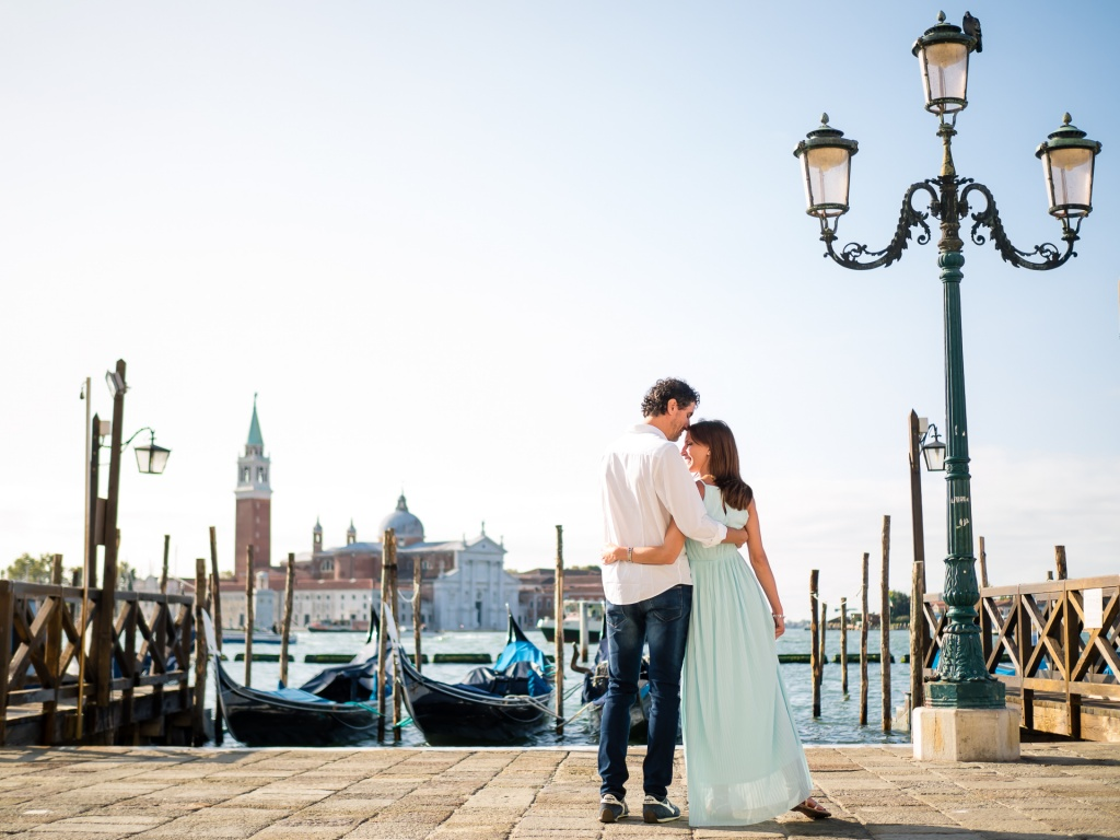 Engagement session in charming Venice