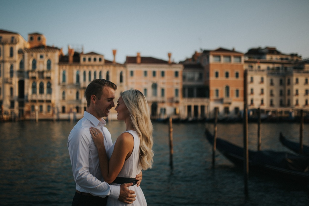 Engagement session in Venice by Luka Mario, Venice photographer