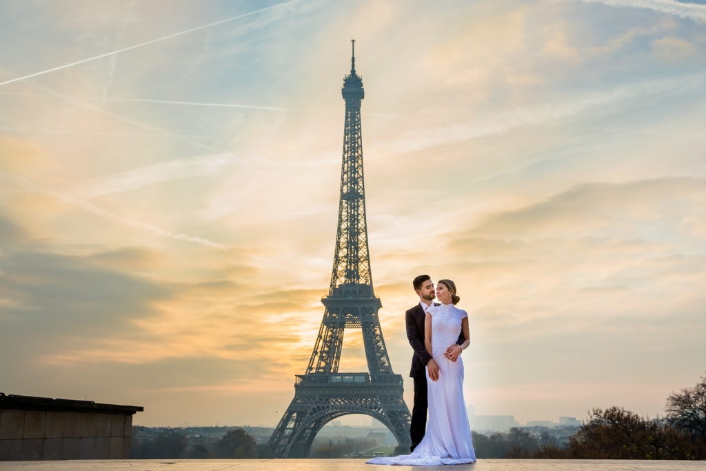 Honeymoon Paris photoshoot