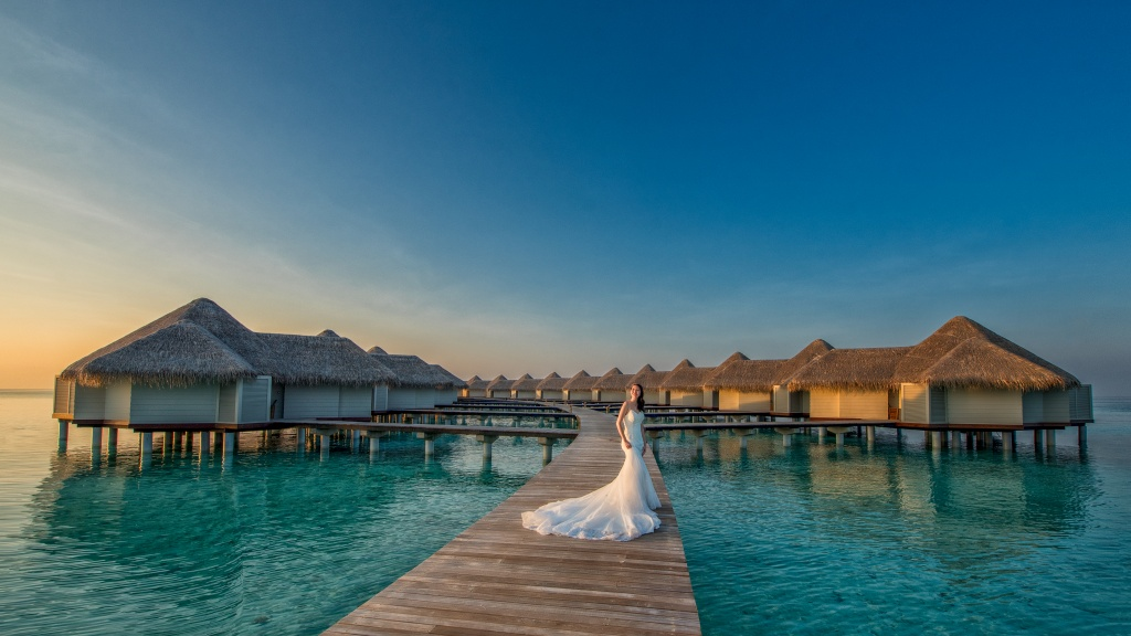 Gorgeous Bride in Maldives, Engagement/Wedding